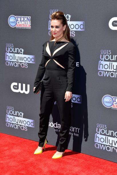 Alyssa Milano optó por un 'jumpsuit' negro muy sencillo, pero con...