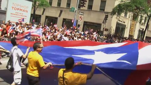 Religiosos y activistas apoyan el Desfile Nacional Puertorriqueño mientr...