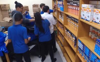 FoodBank lleva el alimento a los estudiantes en 15 escuelas de Nueva York