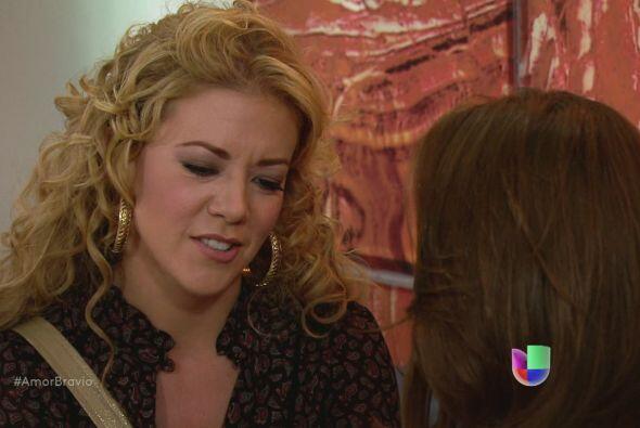 Viviana siente que Román está lejos de ella, quiere adopta...