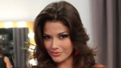 La belleza latina agradece la hermosa voz de su ídolo musical Vicente Fe...