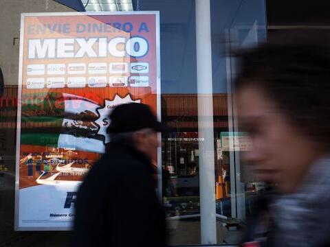 Miles de inmigrantes en Estados Unidos mandan parte de su dinero a sus p...