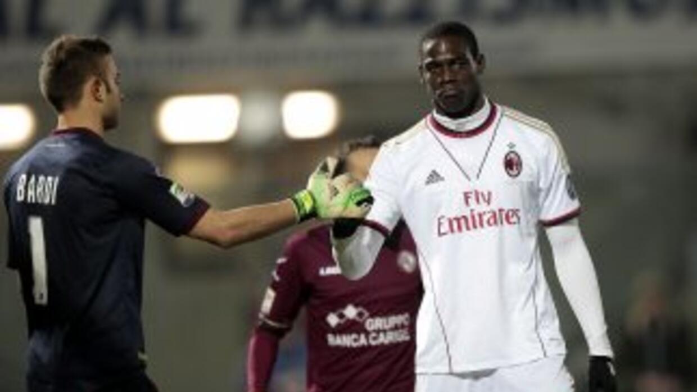 Balotelli salvo un punto para Milan.