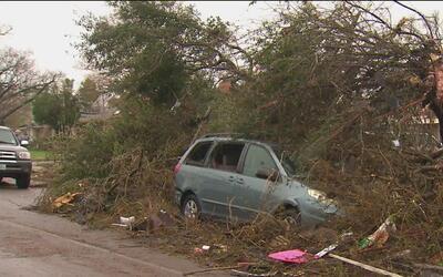 Tornado provoca devastación y pánico en Olmos Park