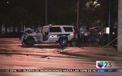 Mujer muere en accidente con patrulla policial