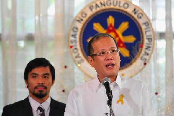 El presidente  Benigno Aquinoo III, recibió al campeón en el Palacio de...