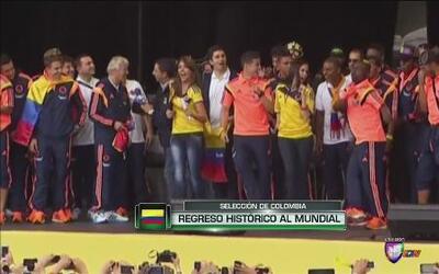 Los seleccionados colombianos fueron recibidos como héroes en su país