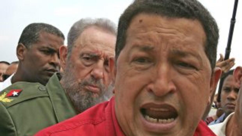Una imagen de Hugo Chávez acompañado por Fidel Castro.
