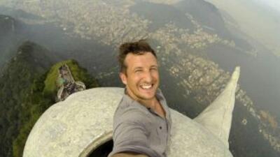Lee Thompson en su selfie. Foto tomada de Twitter.