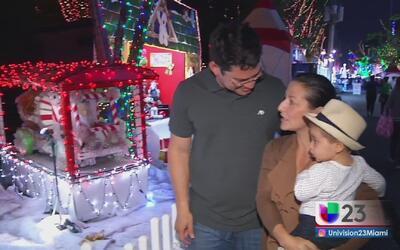 Un grupo de niños vive una noche de magia y alegría en Santa's Enchanted...