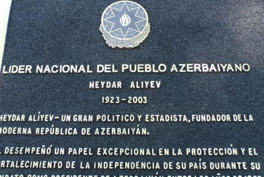 El ahora finado líder político de la nación del Cáucaso, Heydar Alirza o...