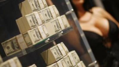 Los Miccosukee distribuyen todos los años entre sus miembros millones de...