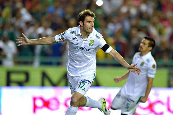 Cerraos el top 10 con el argentino Mauro Boselli de León, el delantero s...