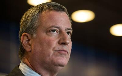 Alcalde de Nueva York anuncia duplicación de fondos para ayudar legalmen...