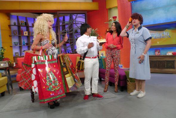 ¿Y esos regalos de dónde los sacaron? Doña Meche es...