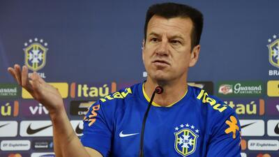 El técnico ede Brasil respondió a las críticas de Ronaldo y Romario