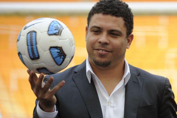 El ex delantero brasileño, Ronaldo, fue el encargado de presentar el bal...