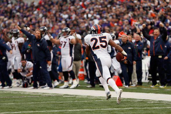 Chris Harris devolvió una intercepción 98 yardas para quitarle el impuls...