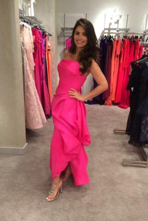 Una de las opciones es este vestido largo en color rosa. ¿Qué les parece?