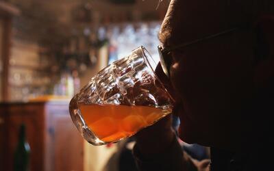 Estudio detectó que los matrimonios que beben juntos son más felices