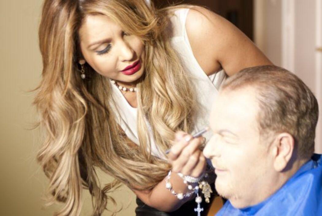 Paty es una experta en maquillaje y peinado.