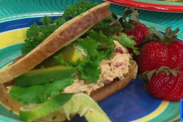 Esta ensalada de atún con queso crema puede sustituir al pavo, si es que...