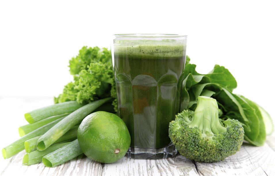 Además, las verduras de hoja verde contienen vitamina B6 y B12 que propo...