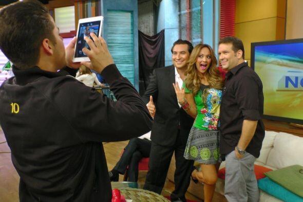 No podía faltar la selfie del recuerdo con el impresionante vestido de V...