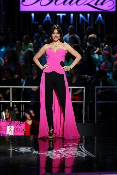 Giselle Blondet lució un modelito de Rosita Hurtado.