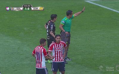 """Dudoso penal a favor de Chivas que anota el """"Gullit"""" Peña para el 2-0"""