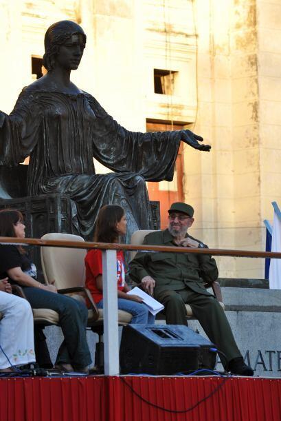 El comandante agradeció a los universitarios cubanos por su 'apoyo moral...