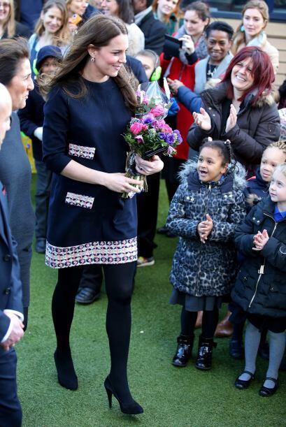 No nos cansamos de ver el amor que demuestran los niños a la duquesa.