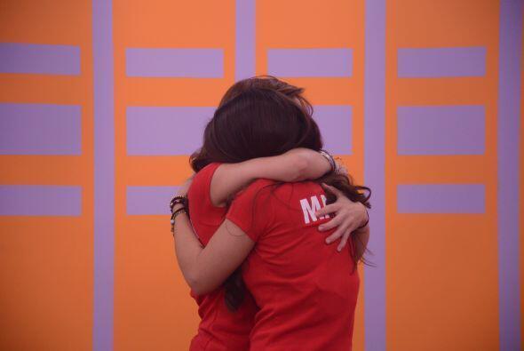 Laura y Marlin se fundieron en un abrazo. Mateo le puso humor a la ocasión.