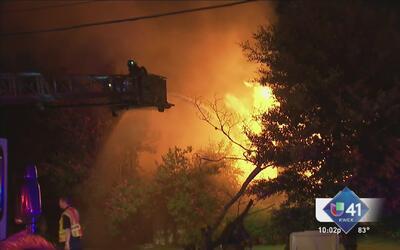 Voraz incendio consume un hogar al noroeste