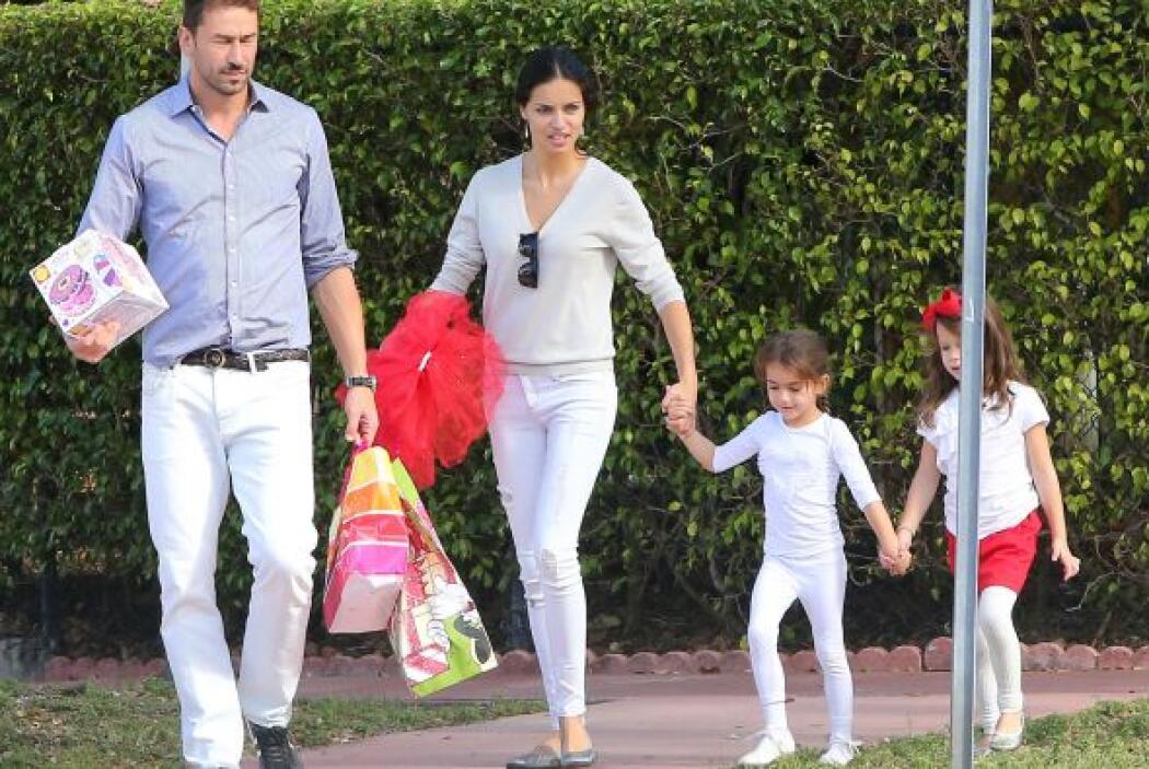 Tienen dos niñas, Valentina y Sienna, a las cuales seguirán criando junt...