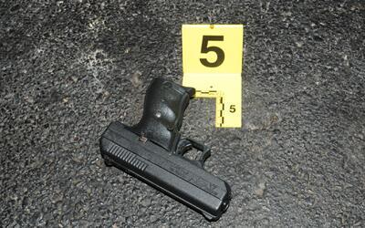 Un sospechoso muerto y dos alguaciles herido, saldo de una balacera en C...