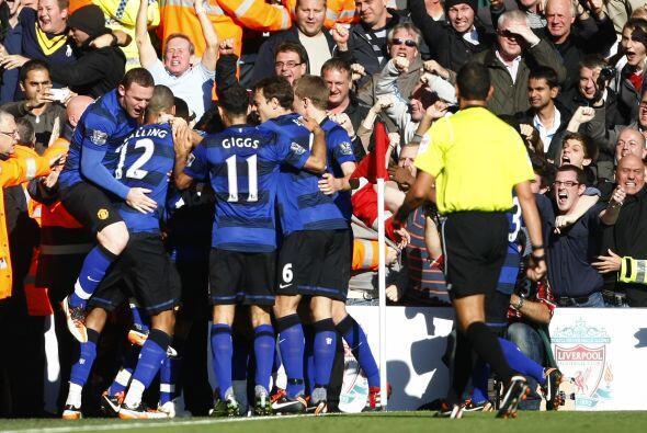 Todos abrazaron a Javier, el salvador del United.