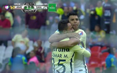 Con gran técnica, Silvio Romero convirtió el tercer gol de las Águilas