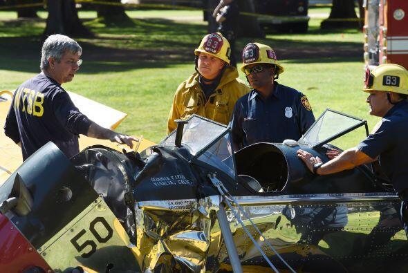 Un día después del aterrizaje forzoso de Harrison Ford, los peritos segu...