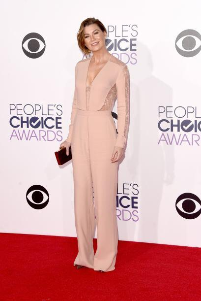 Nos pareció lindo el 'jumpsuit' color 'nude' de Elie Saab que lució Elle...