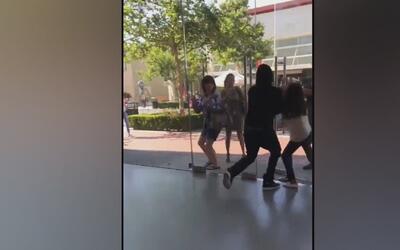 Buscan a cuatro sujetos que robaron aparatos de una tienda e Apple en Ra...