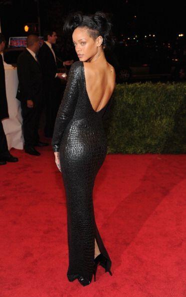 La imitación piel de víbora  jamás lució más sensual que sobre las curva...