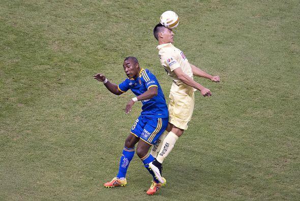 2.- Paolo Goltz: El defensor argentino secó por gran parte del partido a...