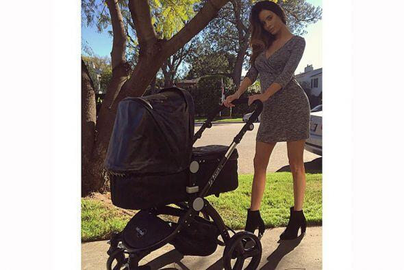 Aquí una foto practicando con el cochecito de bebé.