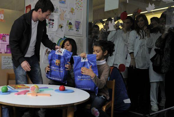 Por supuesto, Messi fue totalmente buscado por los pequeños que querían...