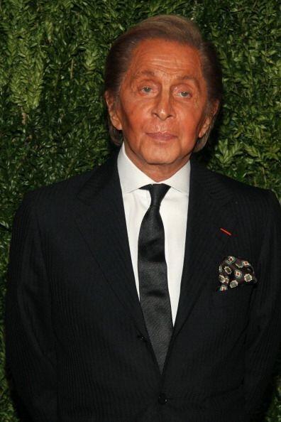 Valentino Garavani, el genio que inventó el color que lleva su nombre y...