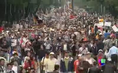 Miles marchan contra reforma energética en México