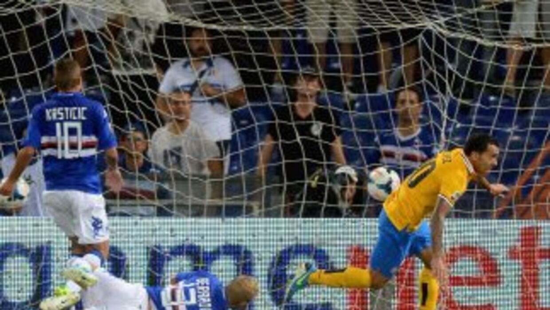 Carlos Tévez anota el gol de la Juventus ante Sampdoria.