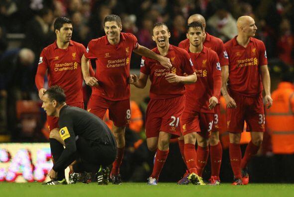 Gerrard también anotó y  los 'Reds' se dieron un fest&iacu...