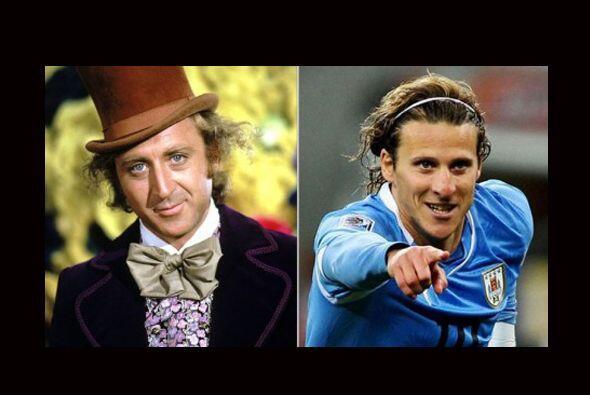 Diego Forlán solo necesitaría conseguir un sombrero y un moño para verse...